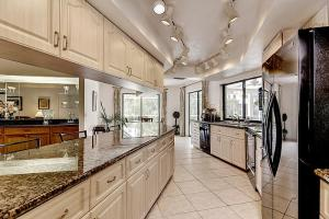 6930 Sable Ridge Kitchen