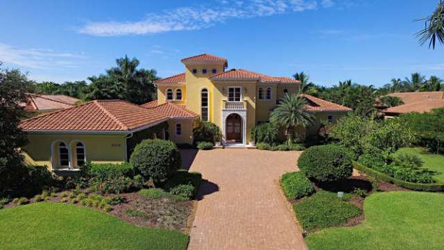 2558-escada-court-naples-fl-small-001-2-aerial-666x375-72dpi